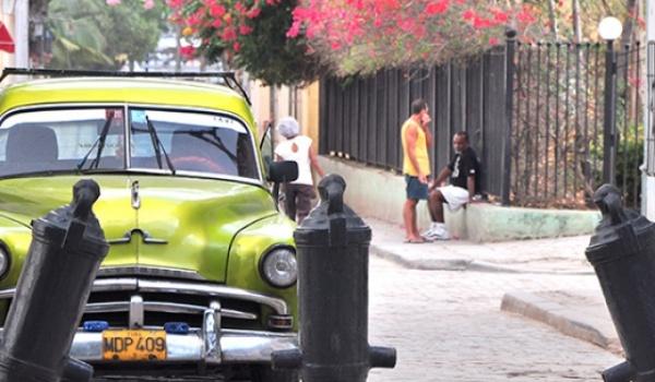 Cuba (Castrolandia), Venezuela (Chavezlandia - Madurolandia) y ... mirarnos en el espejo